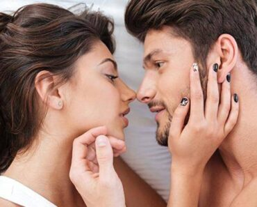 20 Secret Thoughts A Guy Has When He First Sees A Woman